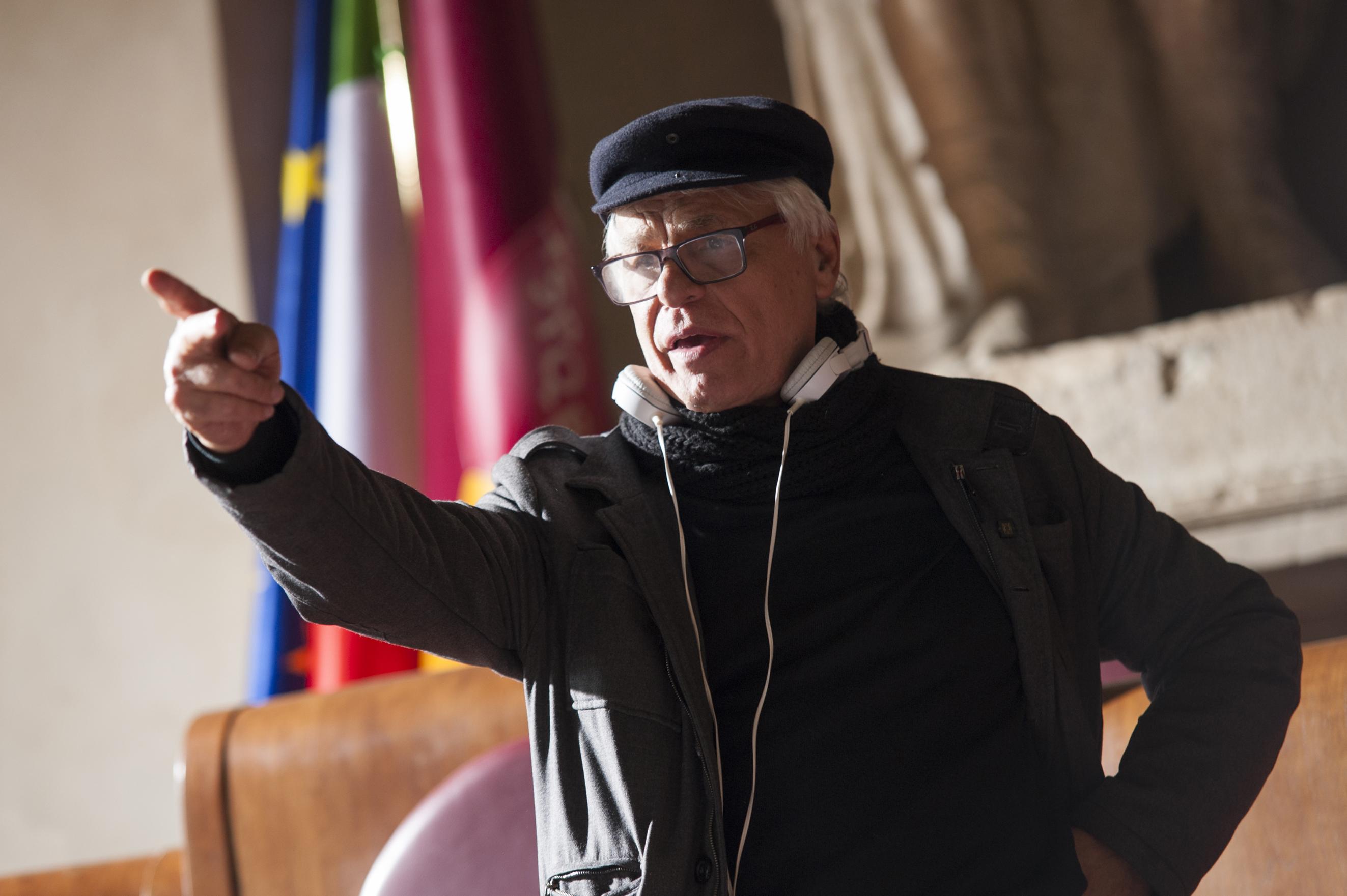 Suburra: il regista Michele Placido sul set