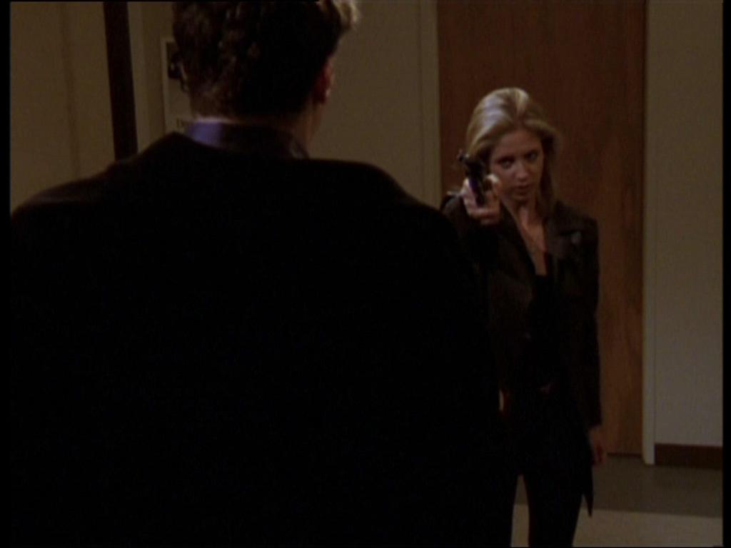 Buffy the Vampire Slayer: Sarah Michelle Gellar in una scena dell'episodio Per sempre