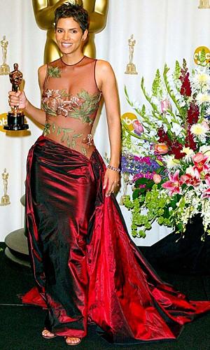 Halle Berry alla cerimonia degli Oscar del 2002