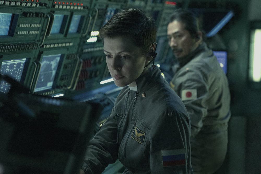 Life - Non oltrepassare il limite: Olga Dihovichnaya e Hiroyuki Sanada in una scena del film
