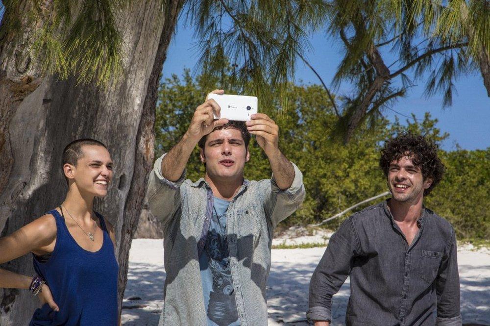 Non è un paese per giovani: Sara Serraiocco, Filippo Scicchitano e Giovanni Anzaldo in una scena del film