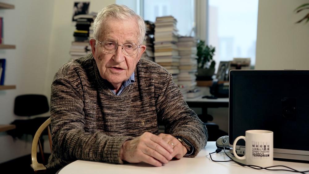 Piigs - Ovvero come imparai a preoccuparmi e a combattere l'austerity: Noam Chomsky in un'immagine del documentario