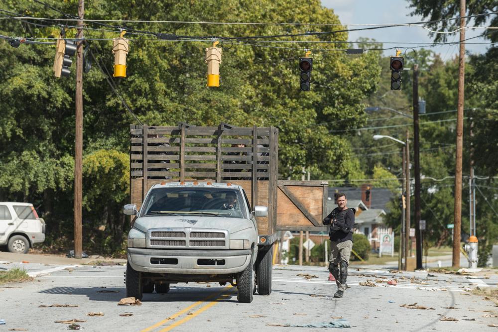 The Walking Dead: un'immagine dell'episodio Bury Me Here