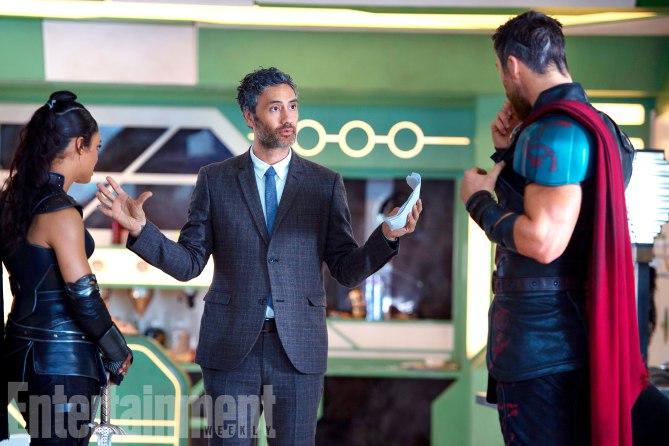 Thor: Ragnarok - Taika Waititi dà delle indicazioni a Tessa Thompson e Chris Hemsworth