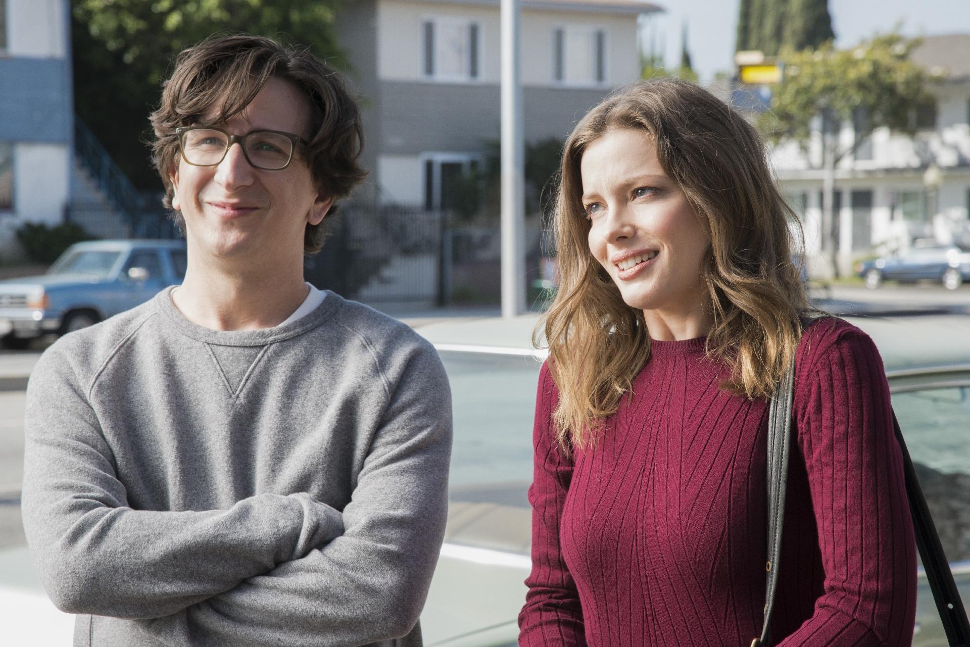 Love: i protagonisti Paul Rust e Gillian Jacobs in una foto della seconda stagione