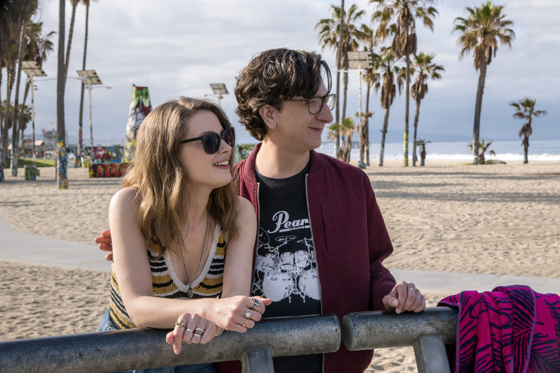 Love: una foto dei protagonisti Gillian Jacobs e Paul Rust