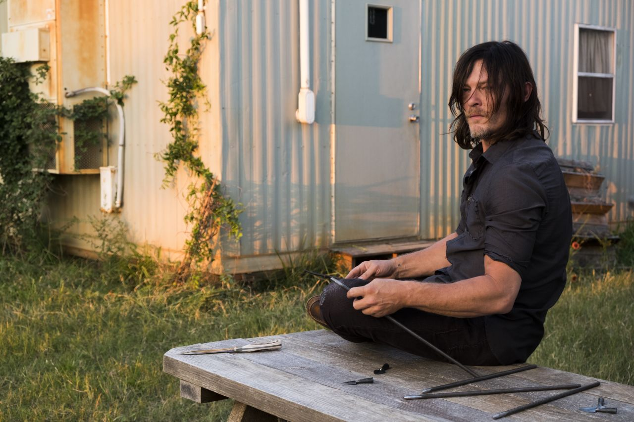 The Walking Dead: una foto di Norman Reedus in The Other Side