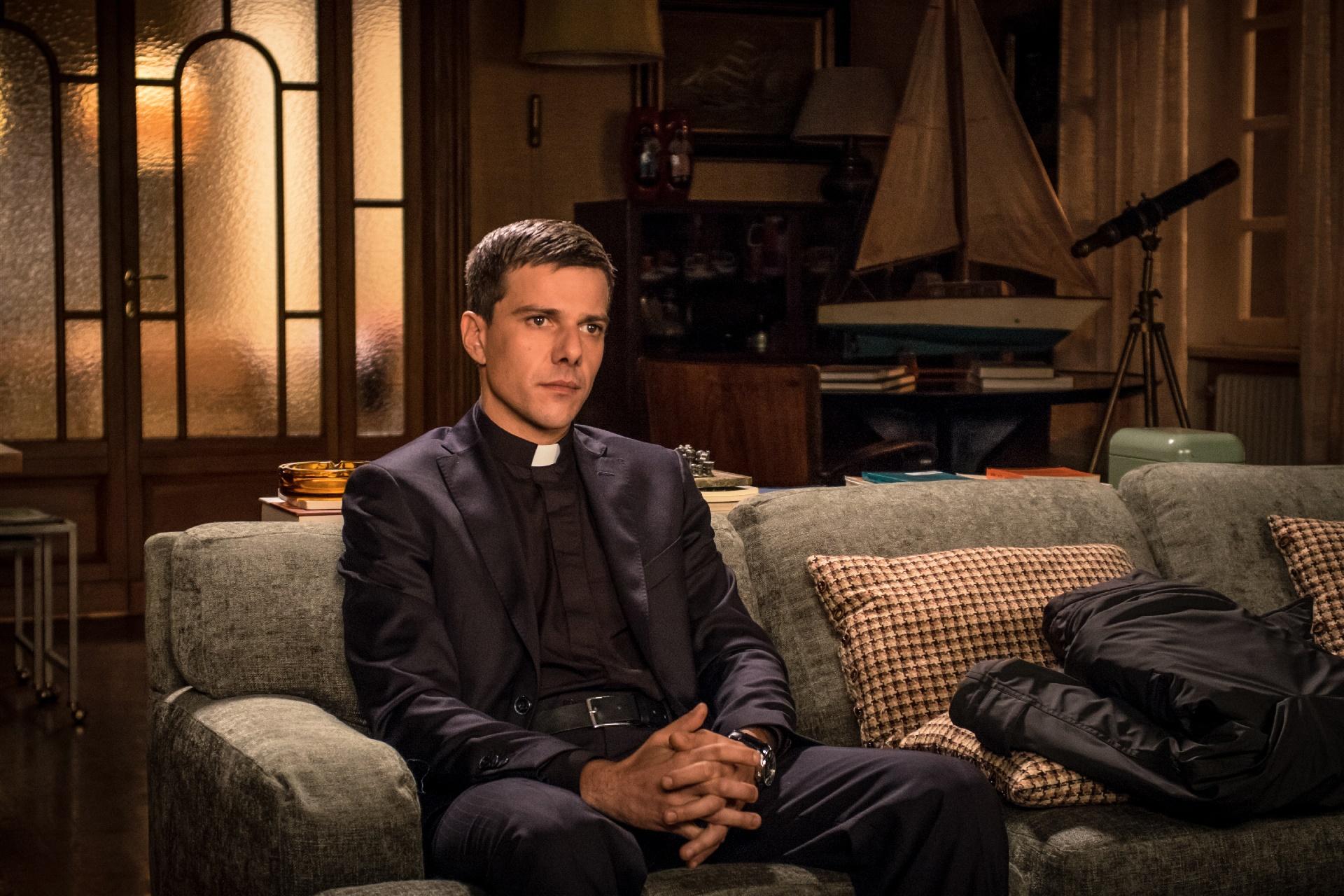 In Treatment: Domenico Diele interpreta Padre Riccardo