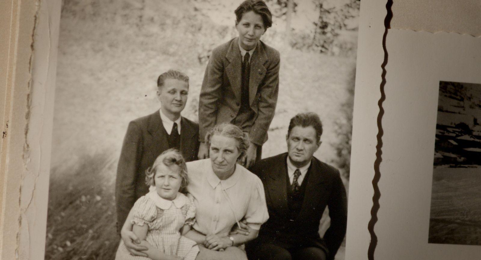Vedete, sono uno di voi: un'immagine del documentario che ritrae una foto d'epoca della famiglia Martini