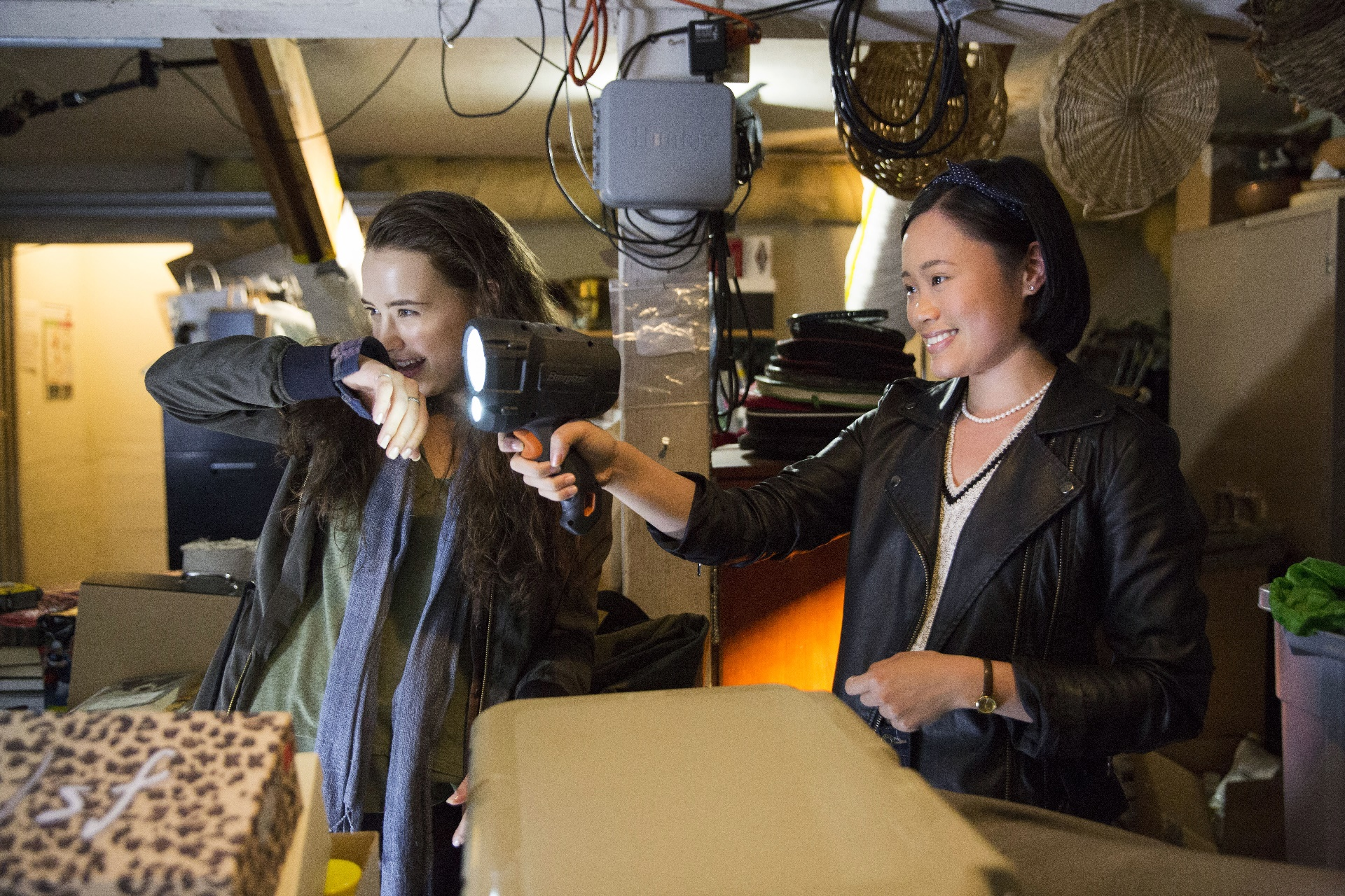 Tredici: le attrici Katherine Langford e Michele Selene Ang in una foto della serie