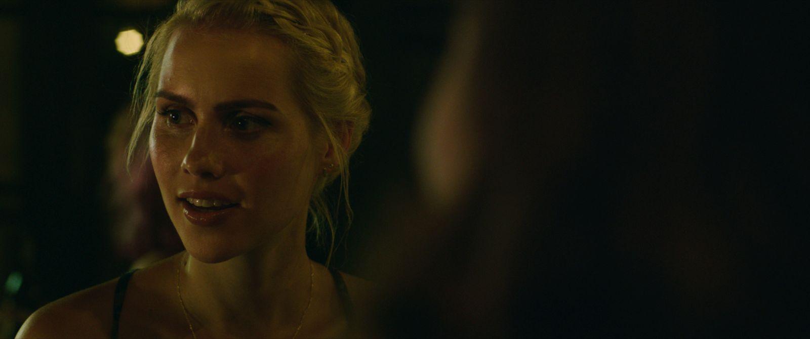 47 metri: Claire Holt in una scena del film