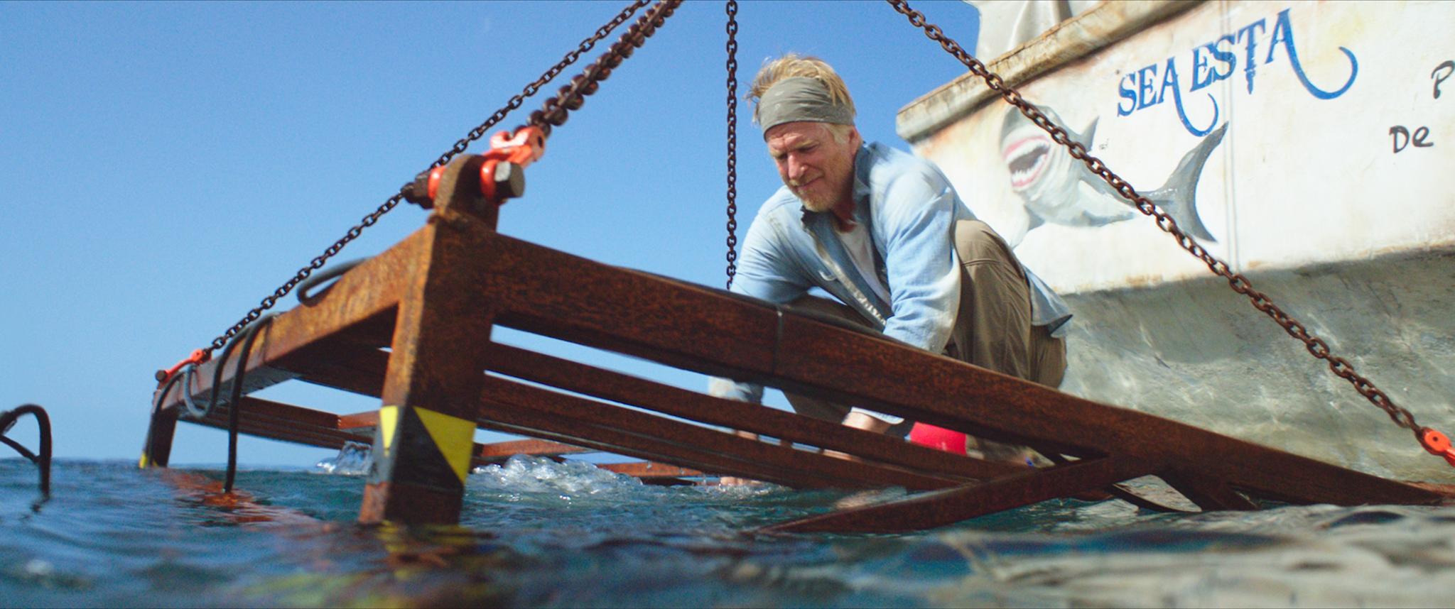 47 metri: Matthew Modine in una scena del film