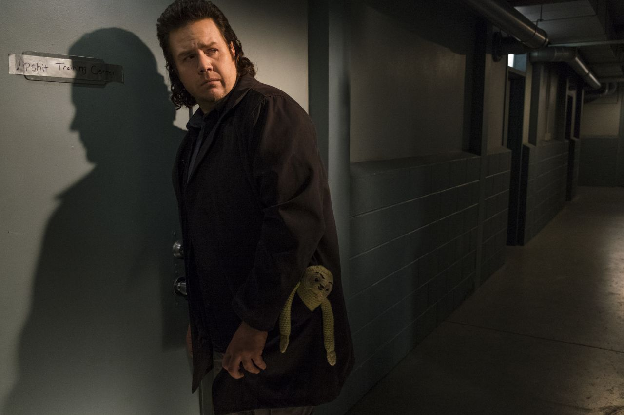 The Walking Dead: Josh McDermitt interpreta Eugene in Something They Need