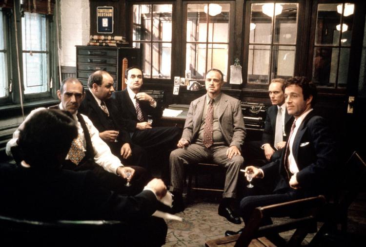 Il Padrino: il cast in una scena di gruppo