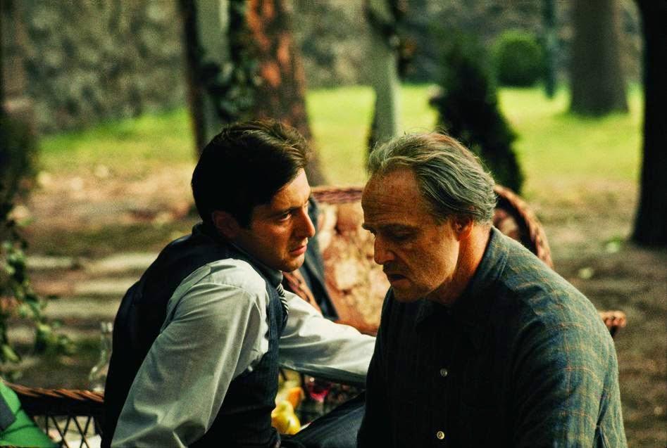 Il Padrino: Al Pacino e Marlon Brando in una scena