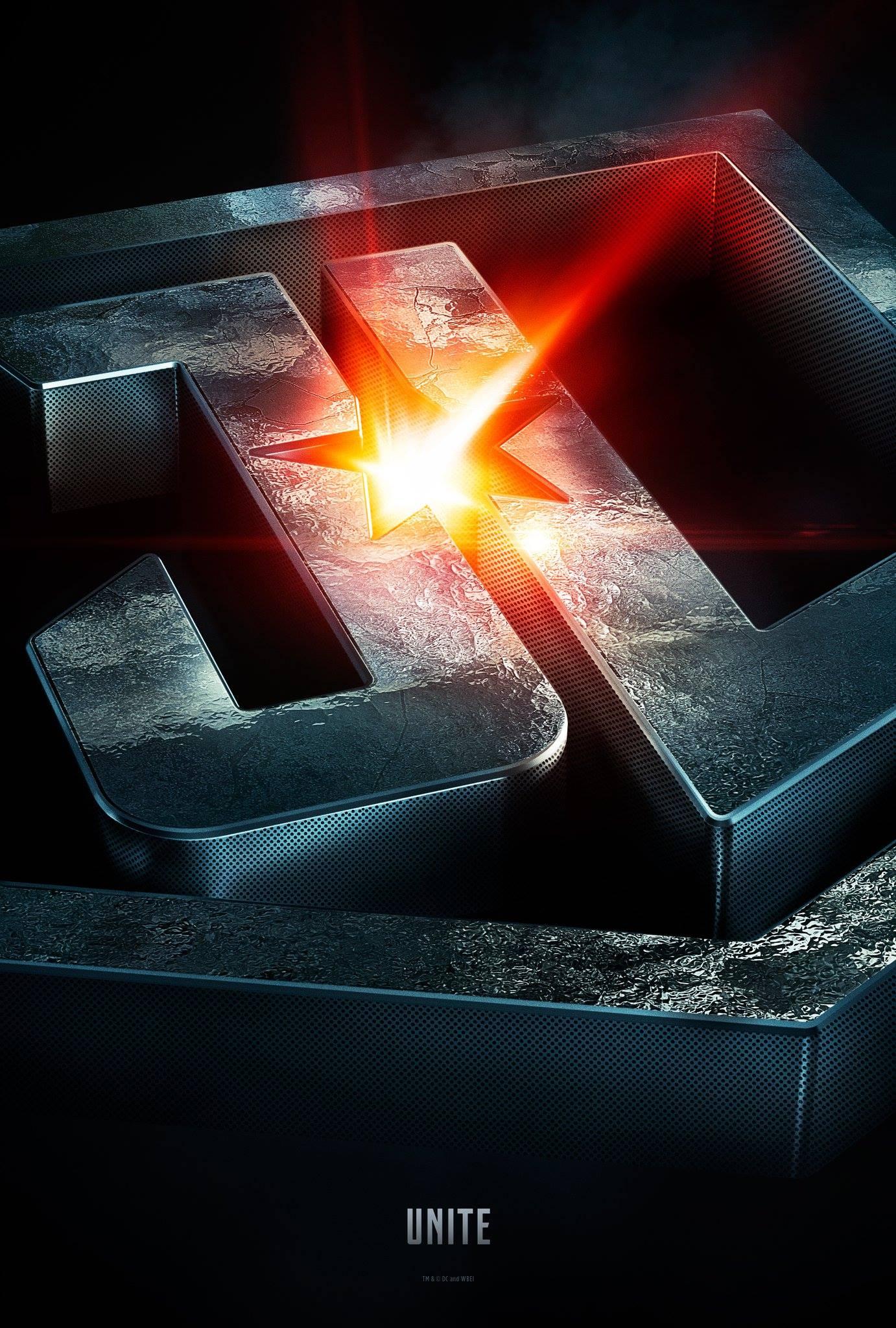 Justice League: un poster con il logo del film