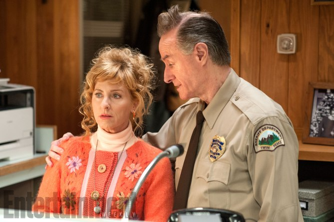 Twin Peaks: Kimmy Robertson eHarry Goaz in una foto della serie
