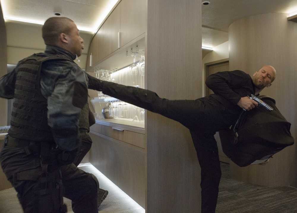 Fast & Furious 8: Jason Statham in azione in una scena del film