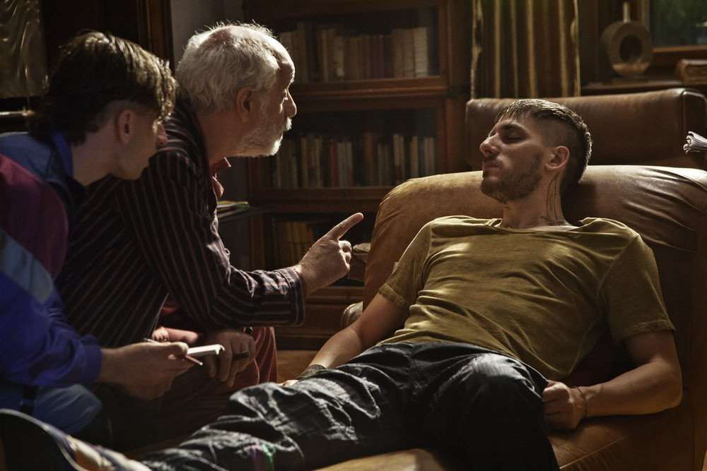 Lasciati andare: Toni Servillo e Luca Marinelli in una scena del film