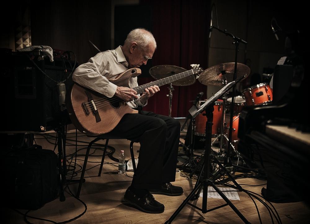 Piani paralleli: Giovanni Mazzarino in un momento del documentario