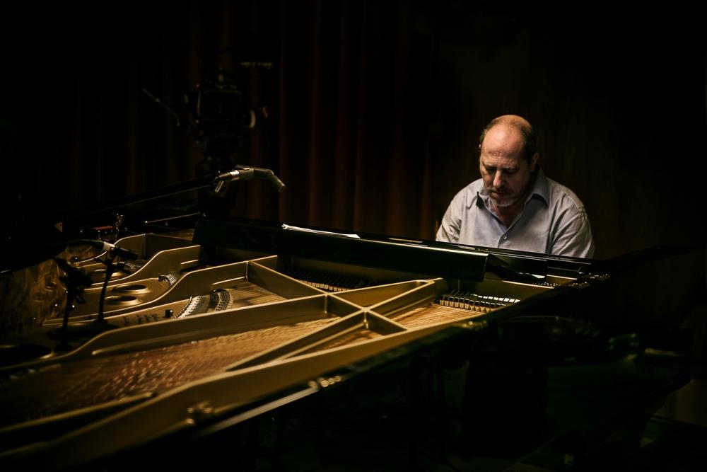 Piani paralleli: Giovanni Mazzarino in un'immagine tratta dal documentario