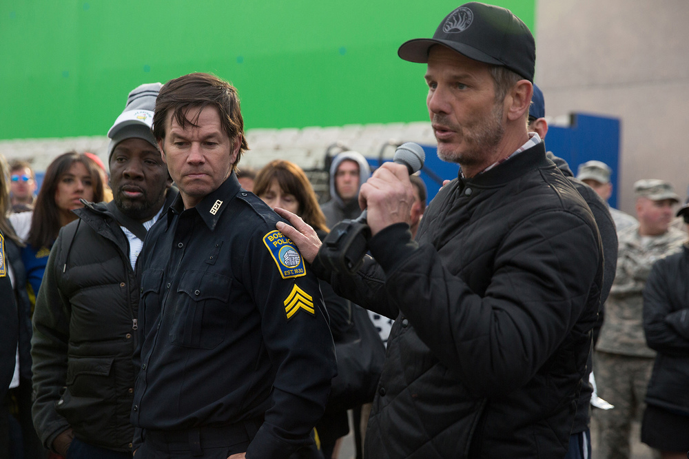 Boston - Caccia all'uomo: Mark Wahlberg e Peter Berg in una scena del film