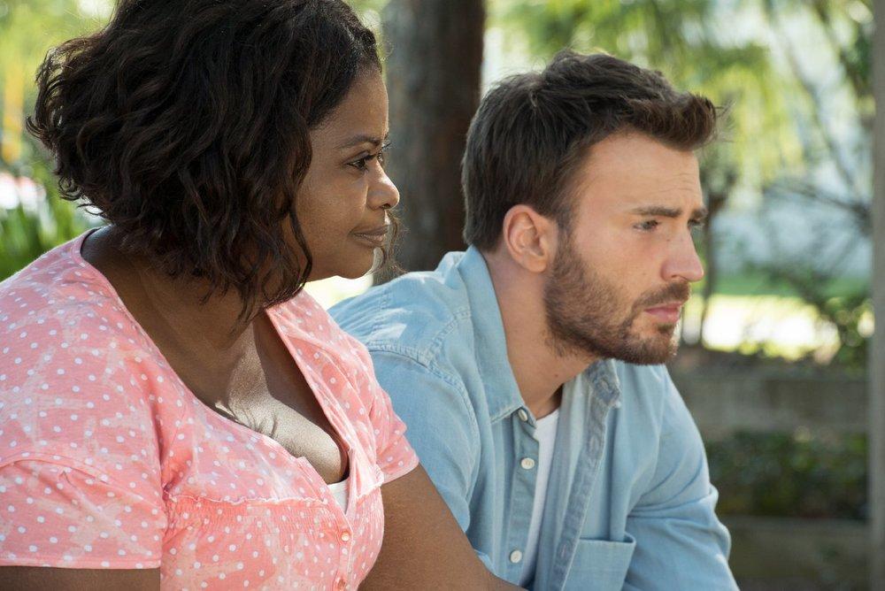 Gifted - Il dono del talento: Octavia Spencer e Chris Evans in una scena del film