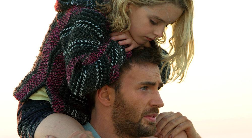 Gifted - Il dono del talento: Mckenna Grace e Chris Evans in un momento del film