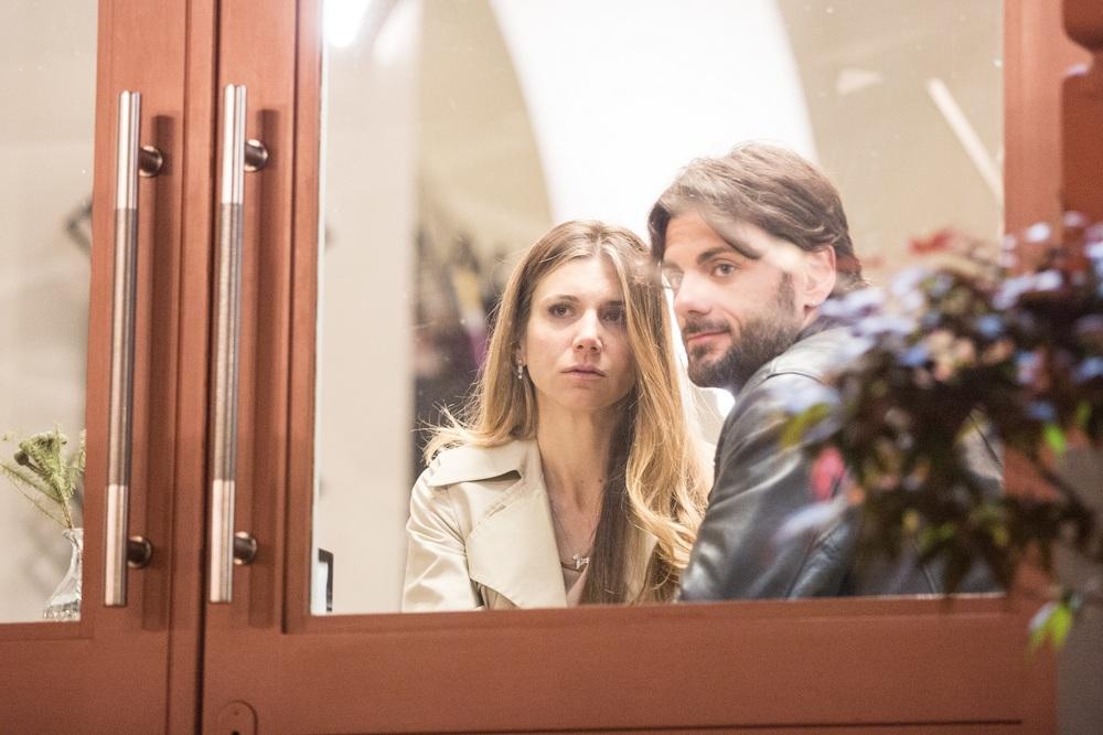 Le verità: Nicoletta Romanoff e Fabrizio Nevola in una scena del film