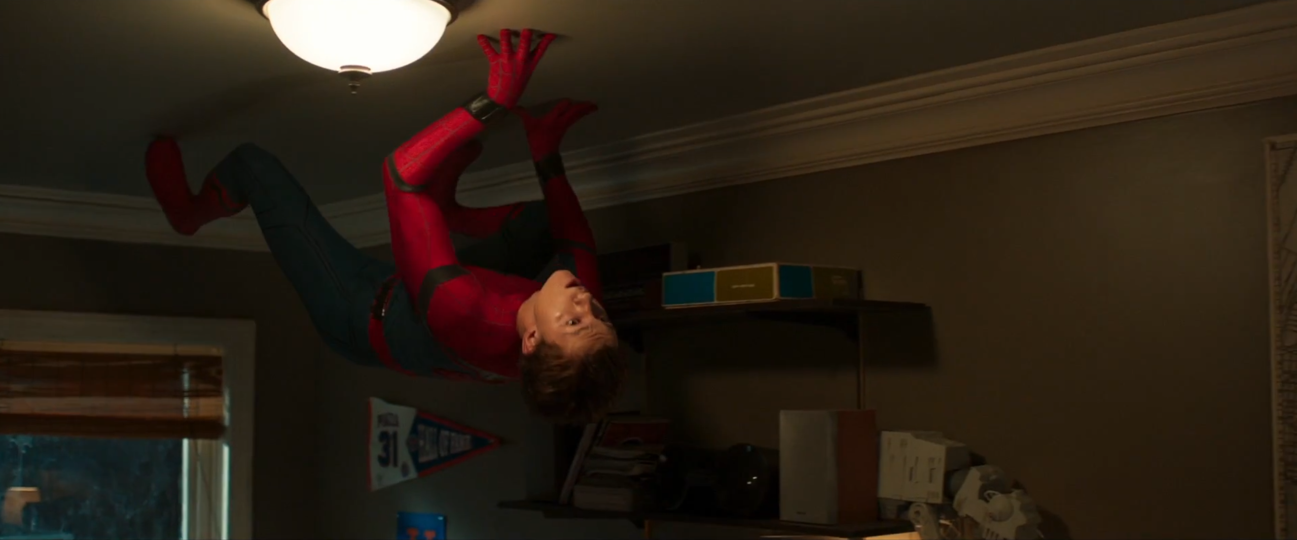 Spider-Man: Homecoming: Tom Holland in una scena del nuovo trailer del film