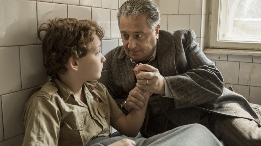 Un sacchetto di biglie: Dorian Le Clech e Christian Clavier in una scena del film