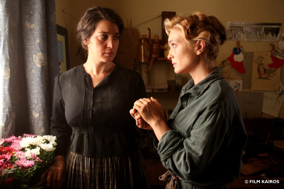 L'accabadora: Donatella Finocchiaro e Carolina Crescentini in una scena del film