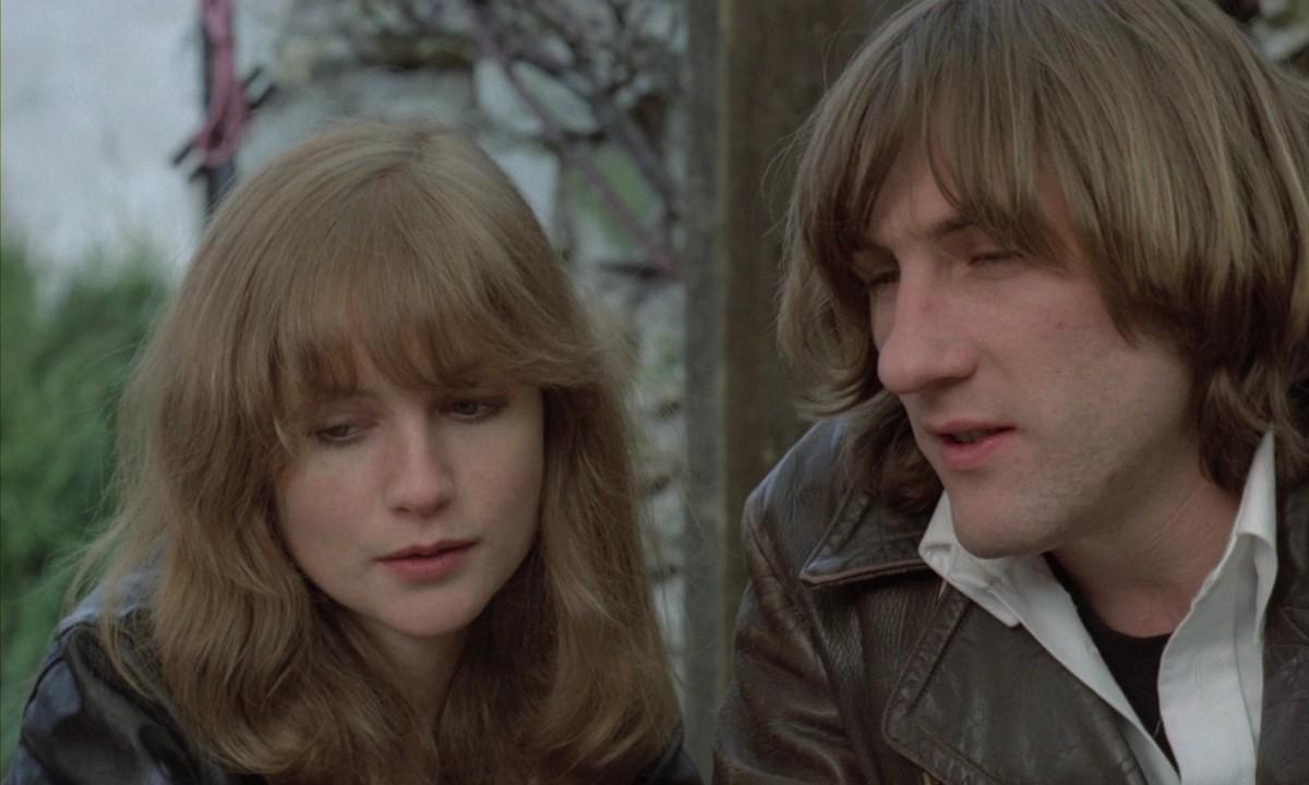 Loulou: Isabelle Huppert e Gérard Depardieu in una scena del film