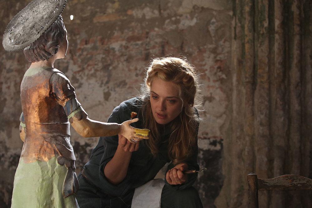 L'accabadora: Carolina Crescentini in una scena del film