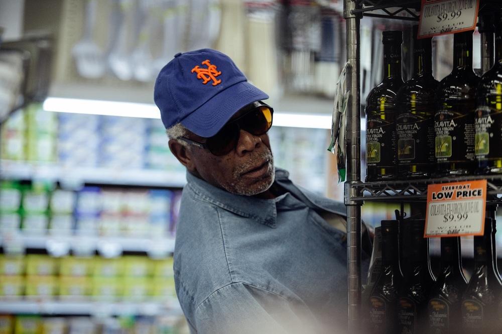 Insospettabili sospetti: Morgan Freeman in una scena del film