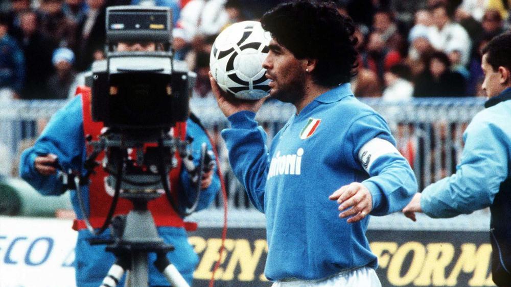 Maradonapoli: Diego Armando Maradona in un'immagine di quando giocava nel Napoli