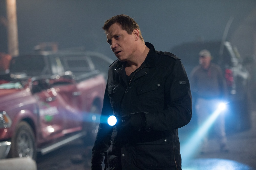 Monster Trucks: Holt McCallany in una scena del film