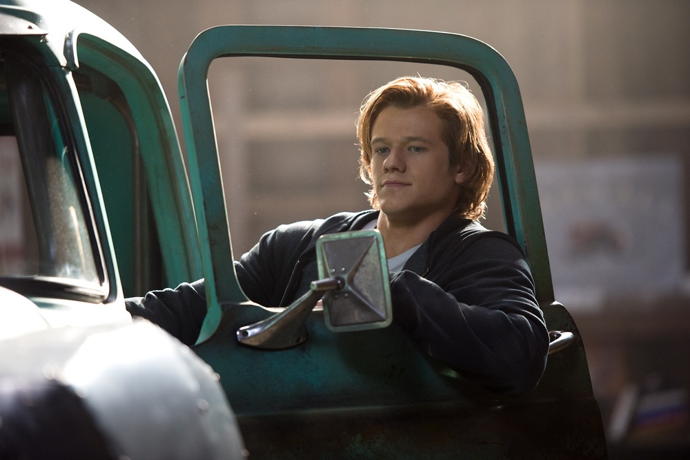 Monster Trucks: Lucas Till in una scena del film