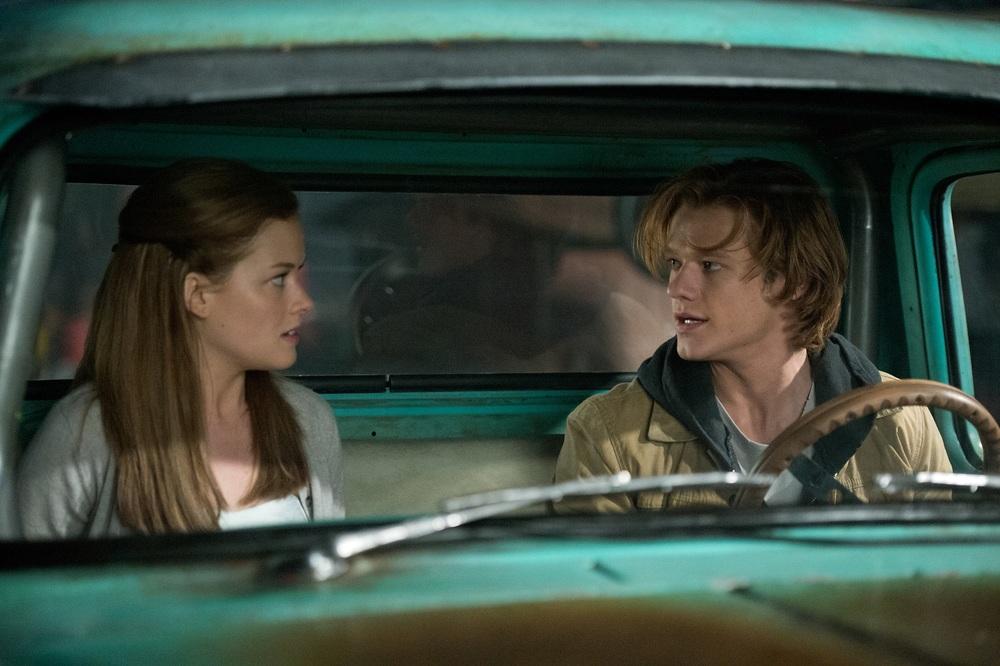 Monster Trucks: Lucas Till e Jane Levy in un momento del film