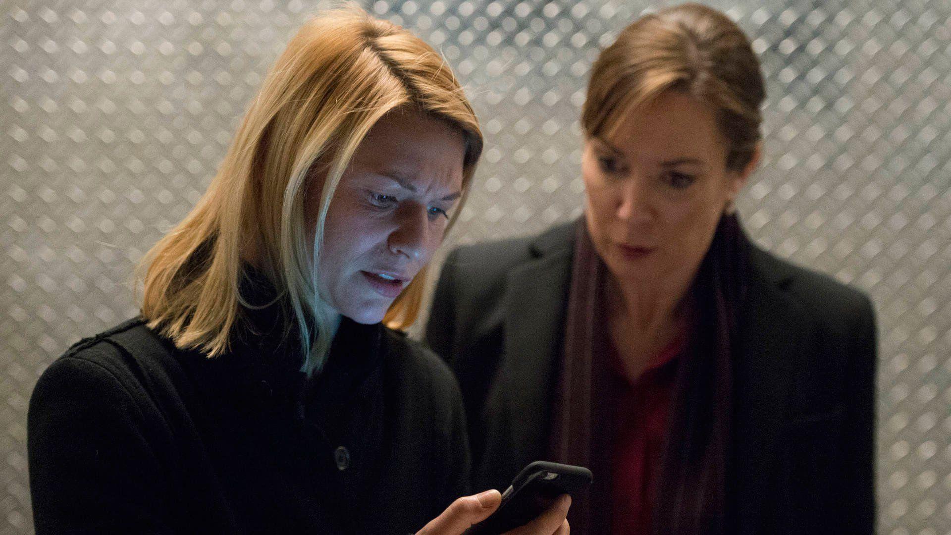 Homeland: Claire Danes in una scena dell'episodio America First