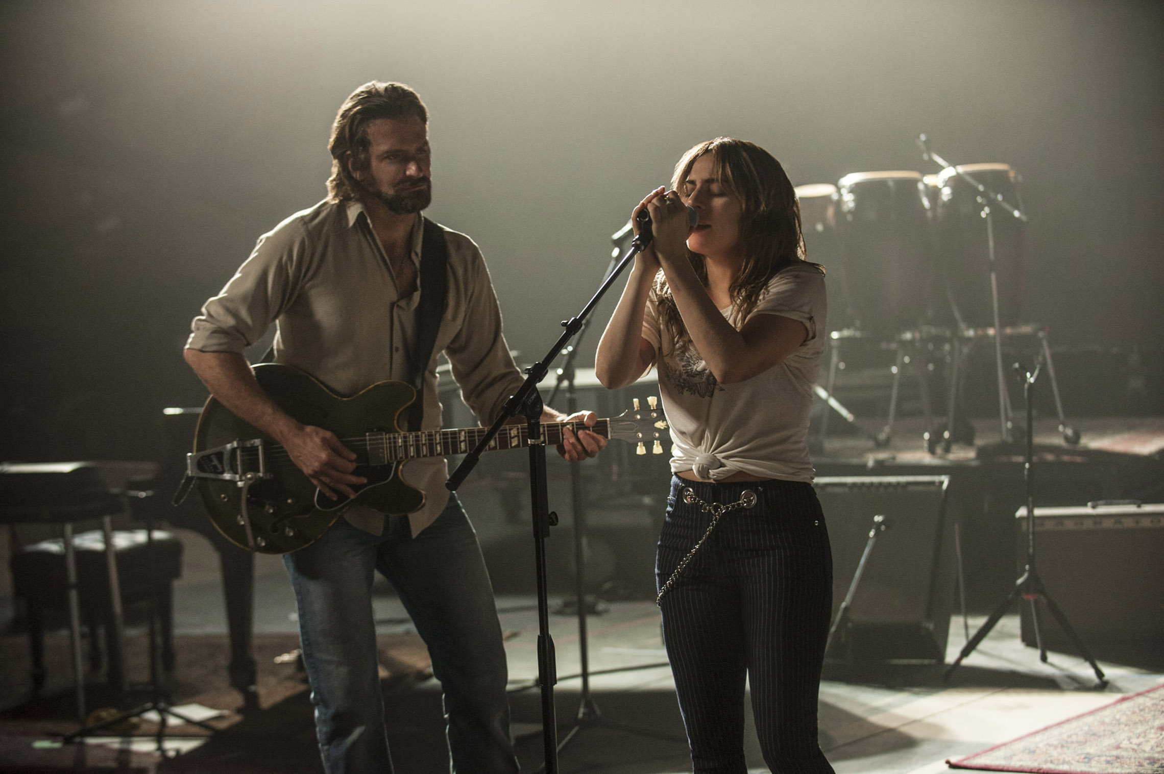 A Star is Born: la prima immagine di Bradley Cooper e Lady Gaga