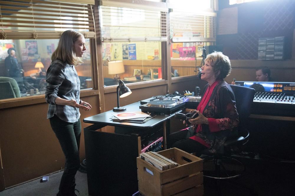 Adorabile nemica: Shirley MacLaine e Amanda Seyfried in un momento del film