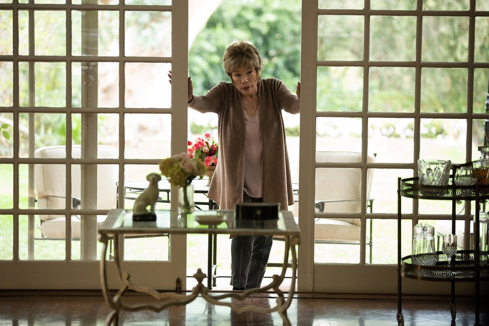 Adorabile nemica: Shirley MacLaine in una scena del film
