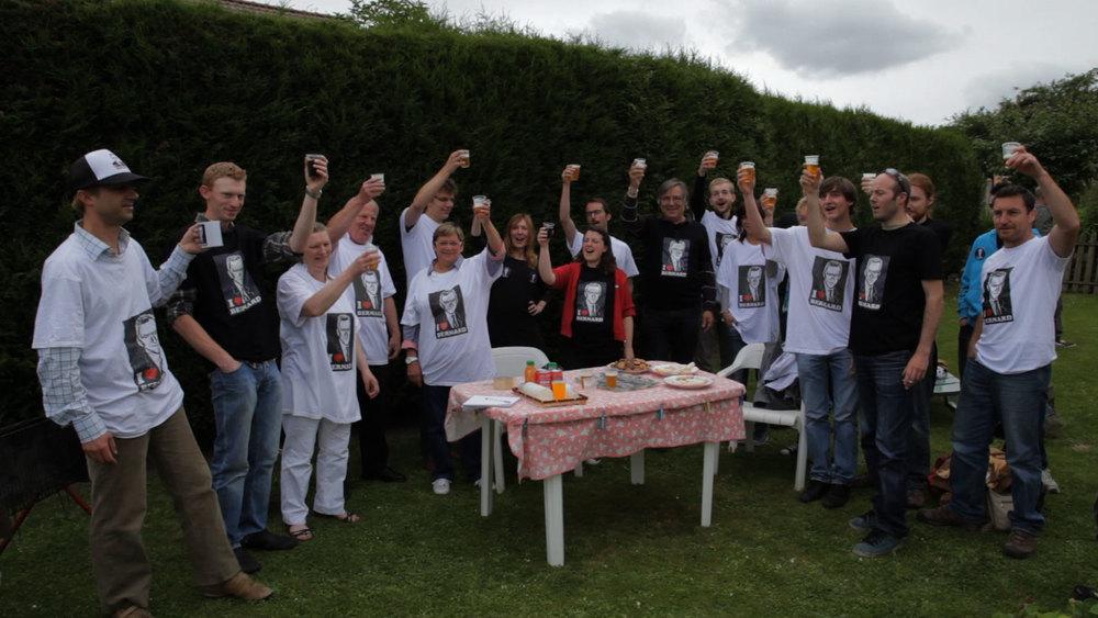 Merci patron!: un'immagine di gruppo del documentario transalpino