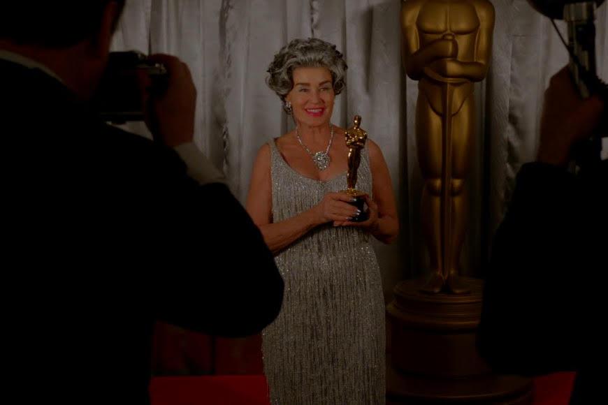 Feud: una scena della serie con Jessica Lange