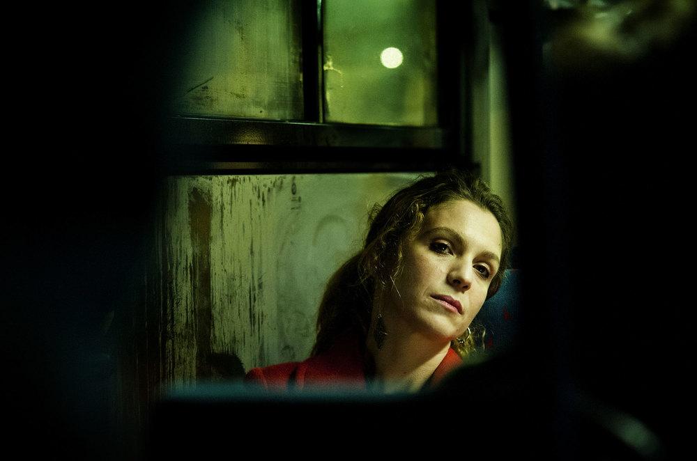 Sole, cuore, amore: Isabella Ragonese in un'immagine tratta dal film