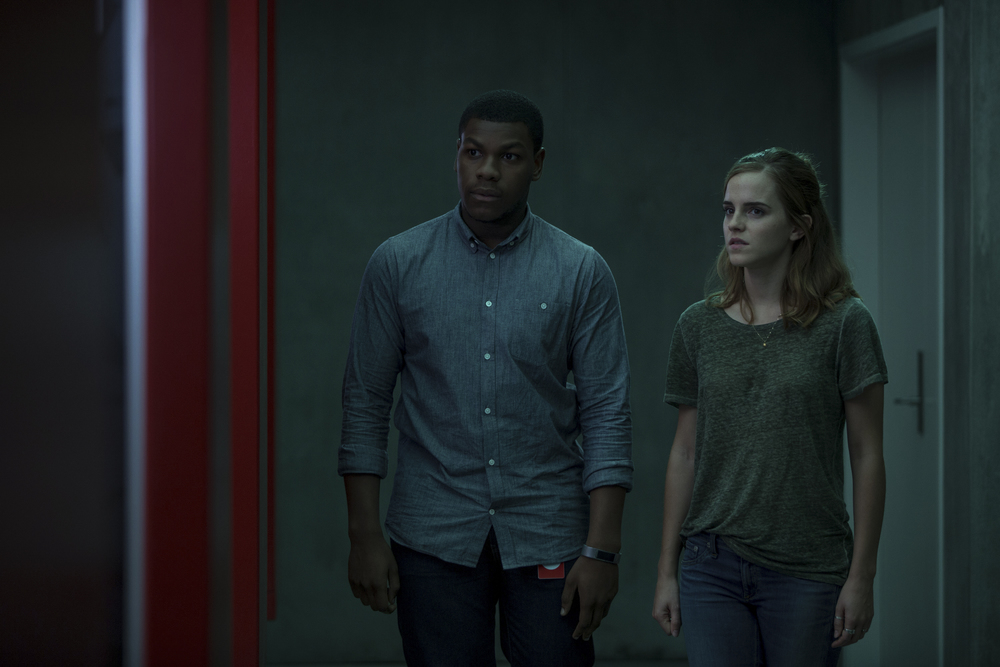 The Circle: Emma Watson e John Boyega in una scena del film