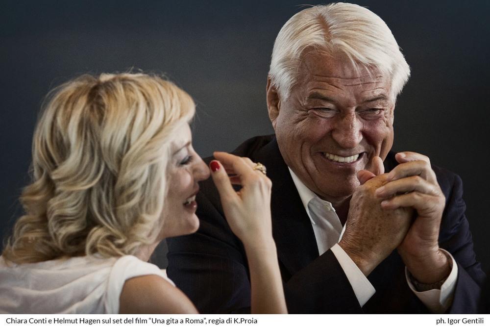 Una gita a Roma: Chiara Conti ed Helmut Hagen sorridenti sul set del film