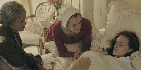 The Handmaid's Tale: una scena dell'episodio Birth Day