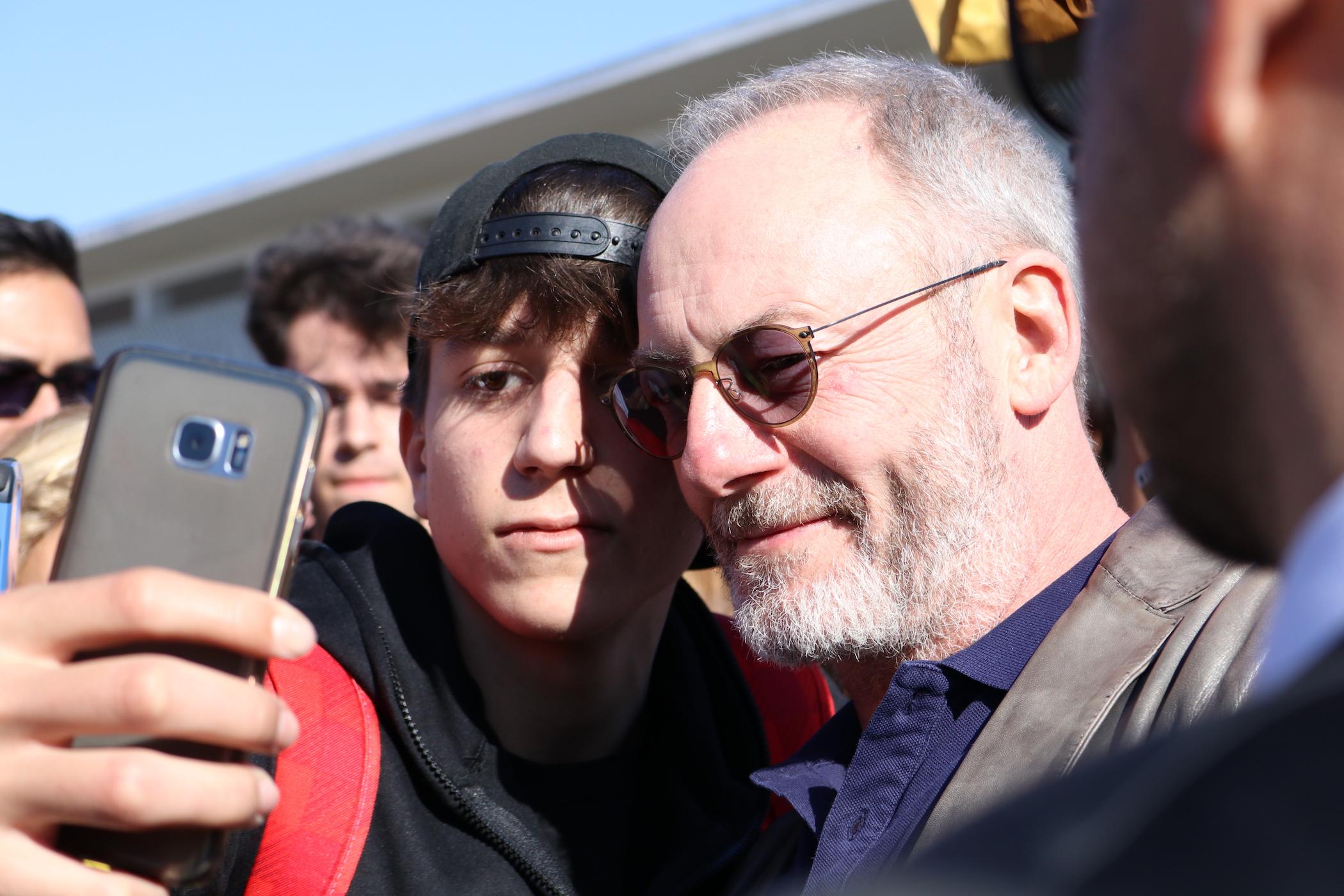 Comicon 2017: Liam Cunningham fa un selfie con un fan